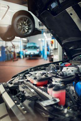 Wartung und Inspektion in der US Car Werkstatt